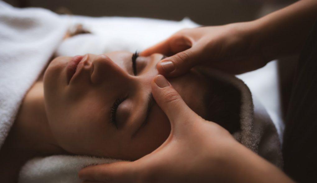 facial-massage_t20_pR8Jx1